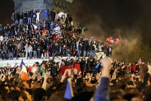 Tłumy  na placu Bastylii /AFP