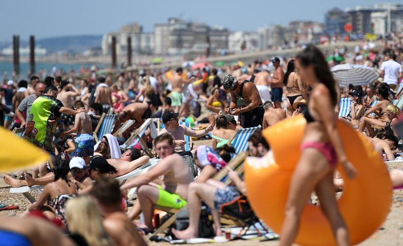 Tłumy na plaży w Brighton / ANDY RAIN    /PAP/EPA