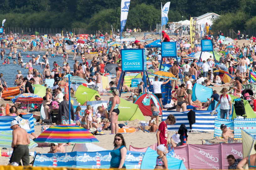 Tłumy na plaży w Gdańsku, zdjęcie z lipca 2020 /Wojciech Strozyk/REPORTER /Reporter