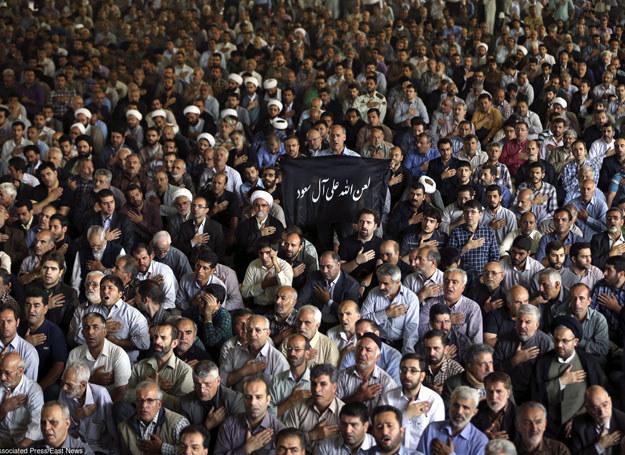Tłumy na pogrzebie zmarłych pielgrzymów, 4.10.2015 /AP/FOTOLINK /East News