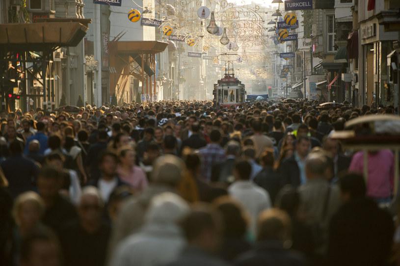 Tłumy na ulicach Istambułu /mauritius images GmbH / Alamy /Agencja FORUM