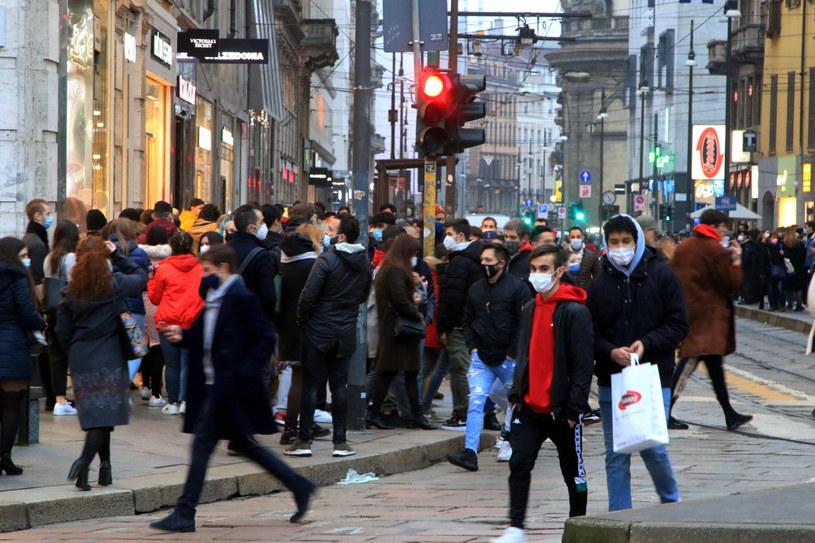 Tłumy na ulicach Mediolanu /Paolo Salmoirago /PAP/EPA