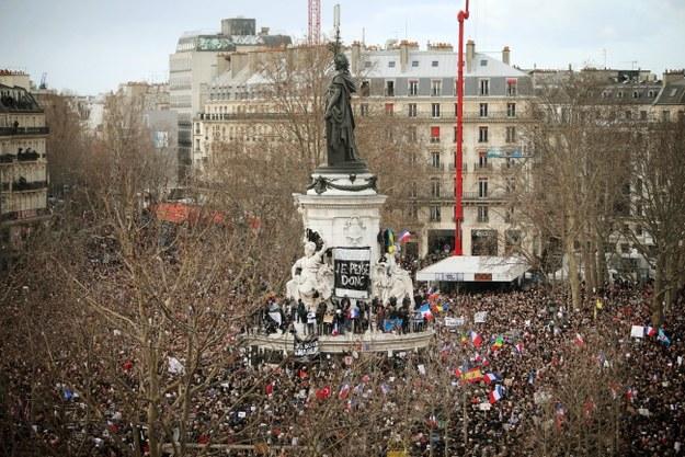 Tłumy na ulicach Paryża. Wielki marsz przeciwko terroryzmowi