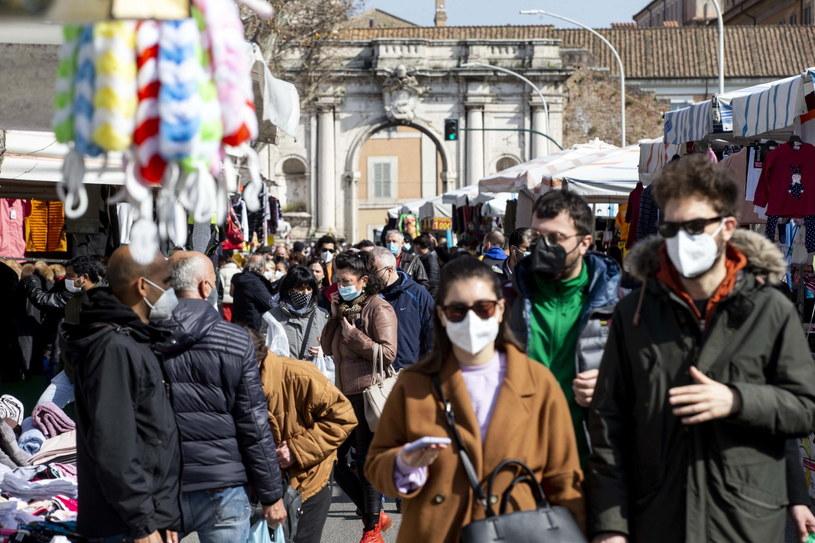 Tłumy na ulicach w Rzymie /MASSIMO PERCOSSI /PAP/EPA