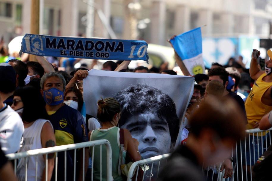 Tłumy przed Casa Rosada w Buenos Aires /Demian Alday Estevez /PAP/EPA