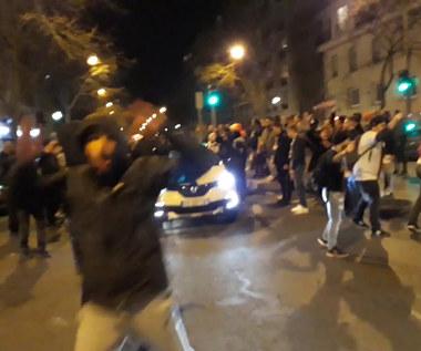 Tłumy przed stadionem świętowały awans PSG pomimo dużego zagrożenia koronawirusem. Wideo