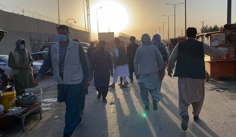 Tłumy przy lotnisku w Kabulu /ANADOLU AGENCY /Getty Images