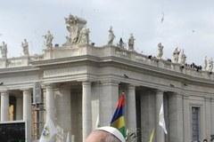 Tłumy wiernych na Placu Św. Piotra. Franciszek poprowadził procesję Niedzieli Palmowej