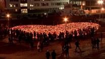 Tłumy żegnająPawła Adamowicza w Europejskim Centrum Solidarności