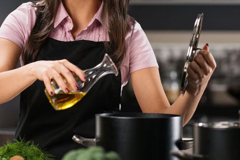 Tłuszcz dodaj smaku potrawom i sprawia, że wchłaniają sie witaminy zawarte w pokarmach /123RF/PICSEL