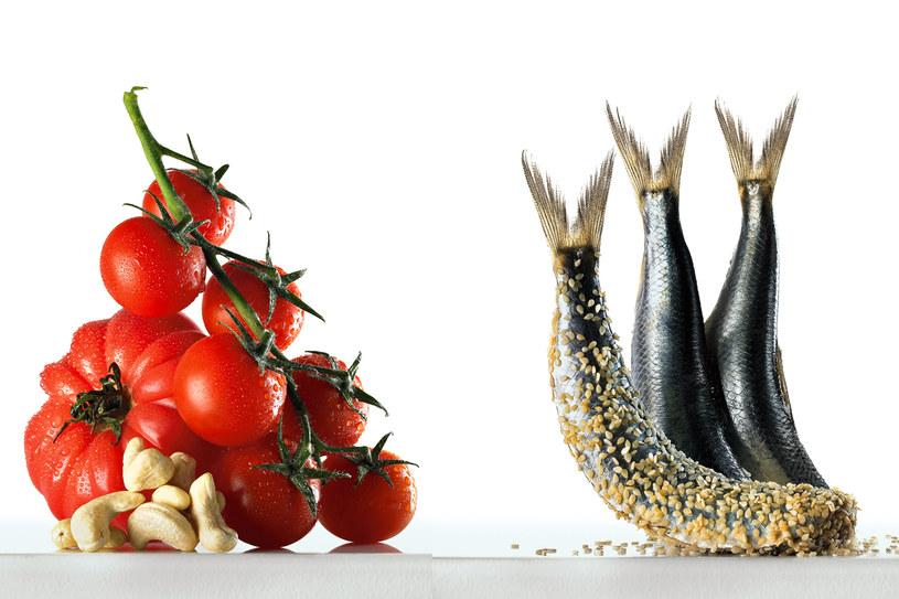 Tłuszcz z ziaren i orzechów pomaga przydajać mikroelementy zawarte w pomidorach i rybach /Studio Duklas /Twój Styl