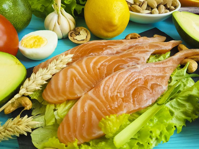 Tłuszcze omega-3 i omega-6 znajdują się w kilku produktach spożywczych, w tym w tłustych rybach, orzechach i nasionach /123RF/PICSEL