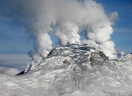 To bynajmniej nie jest gejzer rozkoszy. Szukanie afrodyzjaków w górach może się źle skończyć... /AFP