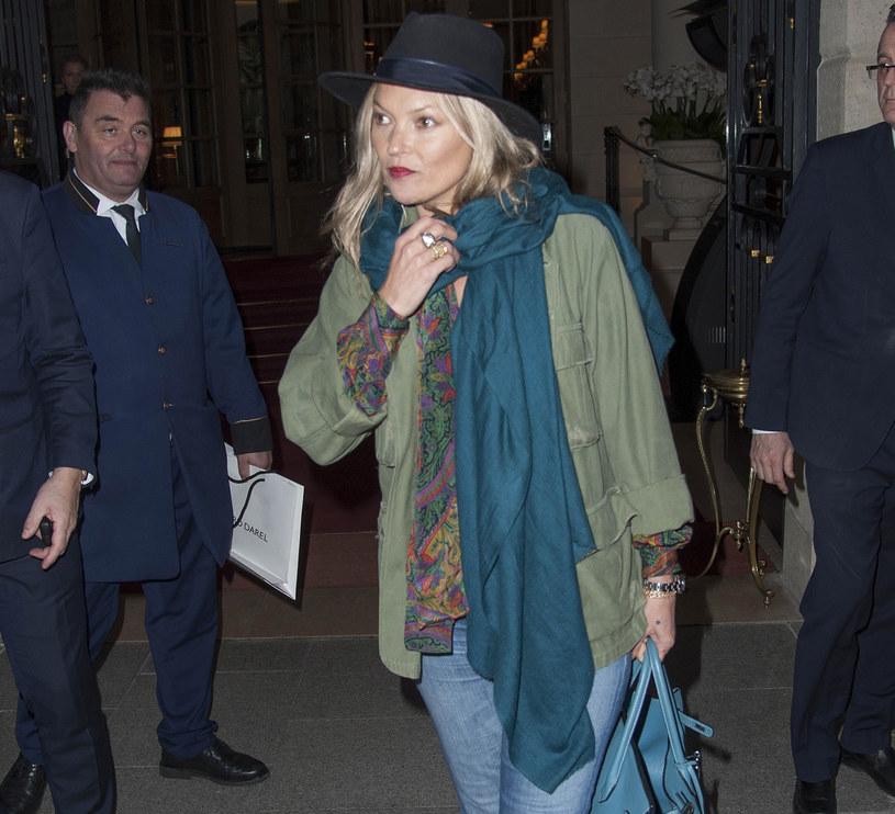 To, co wygląda świetnie na ikonach mody np. Kate Moss, niekoniecznie będzie się dobrze prezentować na nas! /East News