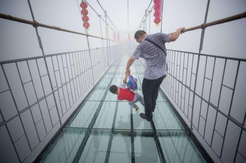 To dziecko raczej nie chciało iść dalej... /AFP