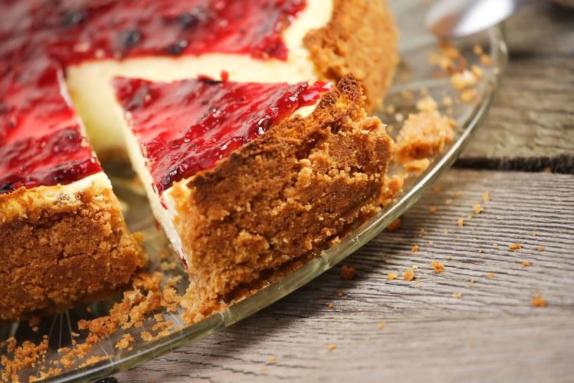 To idealne ciasto na letnie przyjęcia /123RF/PICSEL