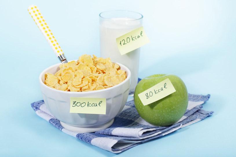 To ile powinniśmy dostarczyć naszemu ciału kalorii, nie jest zależne tylko do wieku, ale również od naszej aktywności fizycznej, w tym rodzaju wykonywanej pracy /123RF/PICSEL