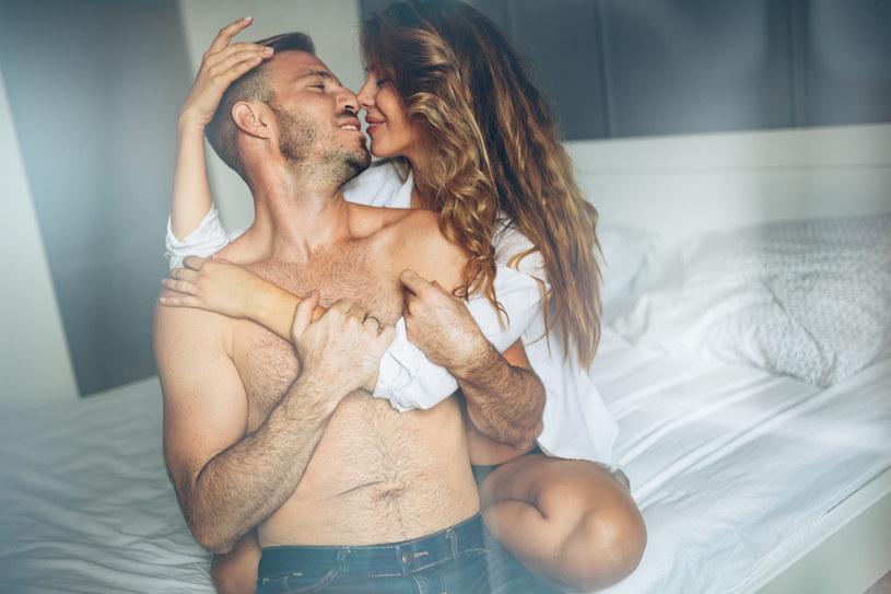 To, ile razy w tygodniu uprawiasz seks, wpływa na twoje poczucie szczęścia /123RF/PICSEL