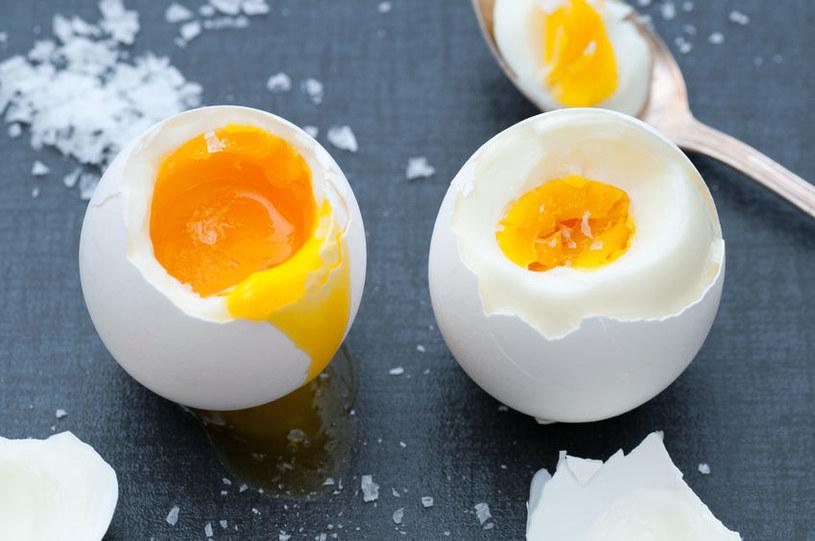 To jak zdrowe jest jajko, zależy od stopnia ścięcia żółtka /123RF/PICSEL