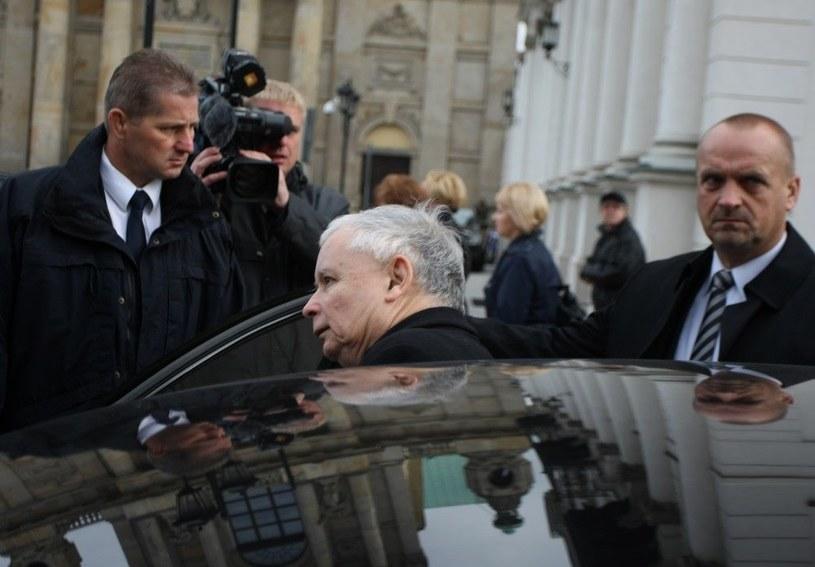 To Jarosław Kaczyński podpisał wniosek o przyznanie polskiego obywatelstwa Janowi Rostowskiemu /Reporter