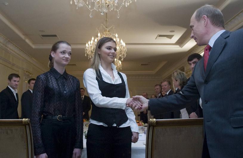 To jedno z nielicznych zdjęć, na których jest Kabajewa z Putinem /East News