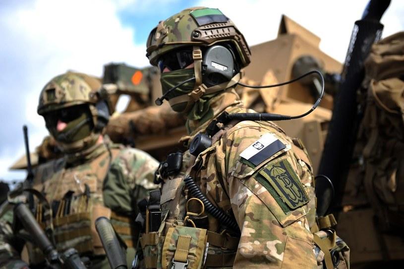 To jednostki Wojska Polskiego dziedziczą tradycje AK, a nie grupy paramilitarne /Łukasz Szelemej /East News