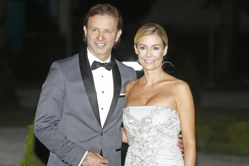 """To jej trzecie małżeństwo. 10 września Małgosia powiedziała """"tak"""" Radkowi Majdanowi. Wesele odbyło się w zabytkowej willi w podwarszawskim Konstancinie. /AKPA"""