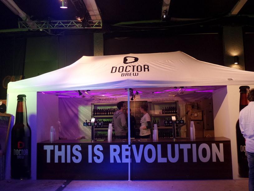 """""""To jest rewolucja"""" - stanowisko browaru Doctor Brew /Samsung Galaxy S5 K Zoom /INTERIA.PL"""