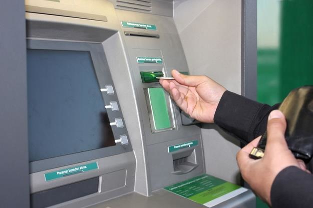 To już koniec darmowych wypłat z bankomatów? /© Panthermedia