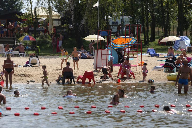 To już ostatni weekend wakacji (na zdj. wypoczywający na kąpielisku w Pszczynie) /LUCYNA NENOW / POLSKA PRESS/Polska Press/East News /East News
