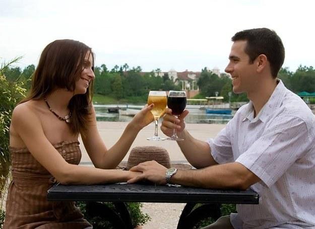 To kobieta wyznacza granice tego, co wolno na pierwszej randce /Intimate Medicine
