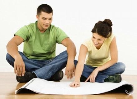 To kobiety decydują o tym, czy będzie remont i jakiego koloru kanapa stanie w salonie... /ThetaXstock