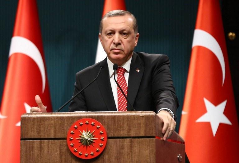 To kolejny krok wymierzony przeciwko zwolennikom wroga prezydenta Recepa Tayyipa Erdogana (na zdjęciu) /AFP