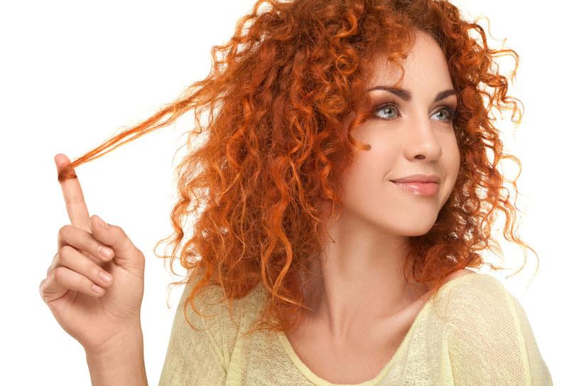 To między innymi biotyna, inaczej witamina B7 lub H, odpowiada za porost włosów /123RF/PICSEL