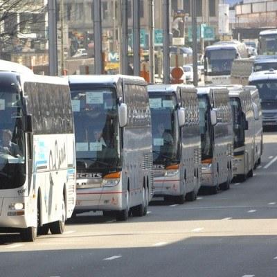 To może być koniec wojny cenowej w pociągach i autobusach /AFP