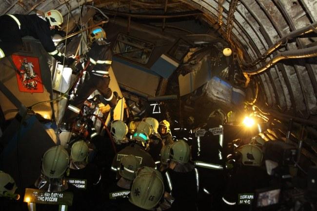 To najtragiczniejszy wypadek w historii moskiewskiego metra /RUSSIAN EMERGENCY MINISTRY PRESS SERVICE / HANDOUT /PAP/EPA