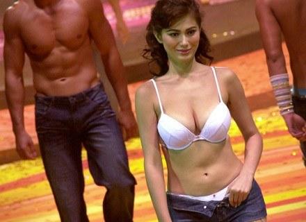 To nie prawda, że mężczyźni tylko gapią się w biust. Na zdjęciach: pokaz bielizny Bench, lipiec 2006 /AFP