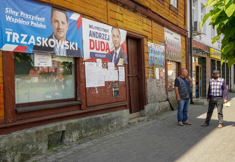To ostatnie godziny kampanii przed ciszą wyborczą. Kto na prowadzeniu? /JANEK SKARZYNSKI / AFP /East News
