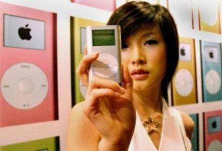 To prawdziwy iPod. Ale marka wyprodukowana przez Apple jest tak modna, że każdy chce na niej zarobić /AFP