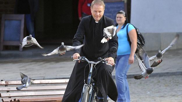 To ptak? To samolot? Nie, to Ojciec Mateusz w Sandomierzu! / fot. Baranowski /AKPA