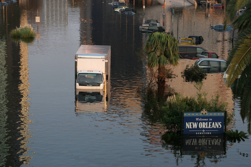 """""""To taka mała Katrina"""" - twierdzą mieszkańcy. Na zdjęciu Nowy Orlean po przejściu huraganu Katrina w 2005 r. /NICHOLAS KAMM / AFP /AFP"""