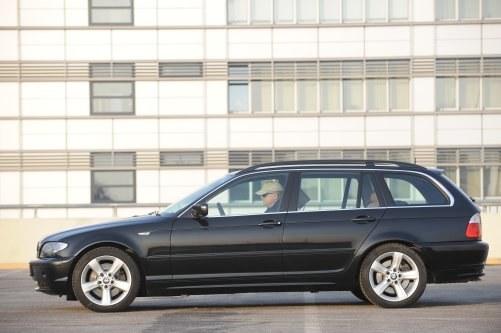 To w polskich realiach najbardziej poszukiwana odmiana nadwoziowa. Chociaż bagażnik tego modelu nie zachwyca, E46 Touring idealnie łączy praktyczność i sportowe zacięcie. /Motor