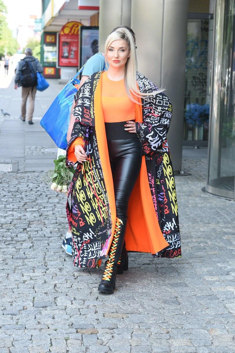 To w tym płaszczu Cleo pokazała się po raz kolejny /Tricolors /East News