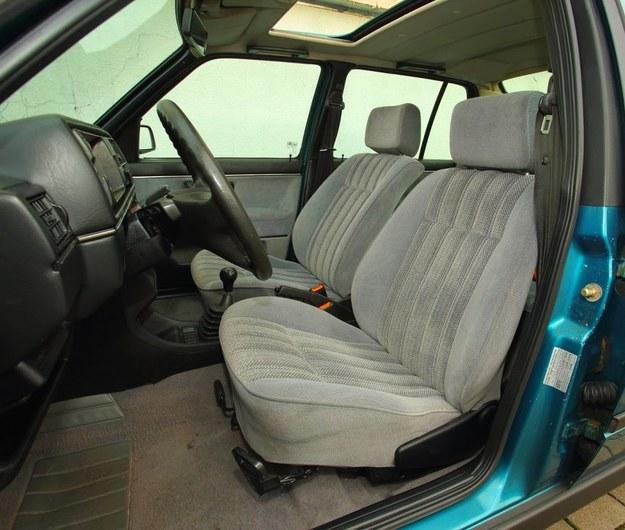 To wciąż wygodny samochód dla wysokich kierowców. Wiele aut ma regulację wysokości lewego fotela. /Motor
