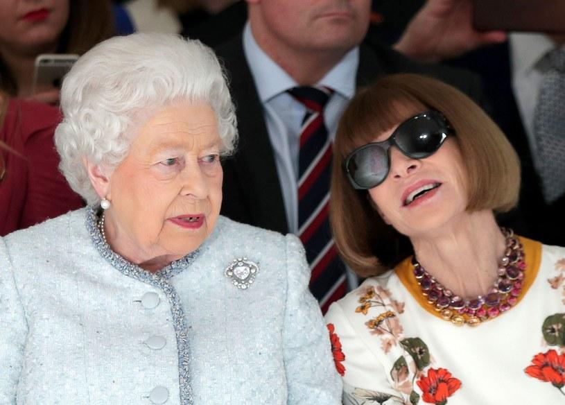 """""""To wielka przyjemność być tutaj na London Fashion Week"""" - powiedziała przed wręczaniem nagrody Elżbieta II /East News"""