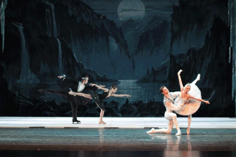To wyjątkowe zestawienie baletu klasycznego i jazdy figurowej na lodzie! /Styl.pl/materiały prasowe