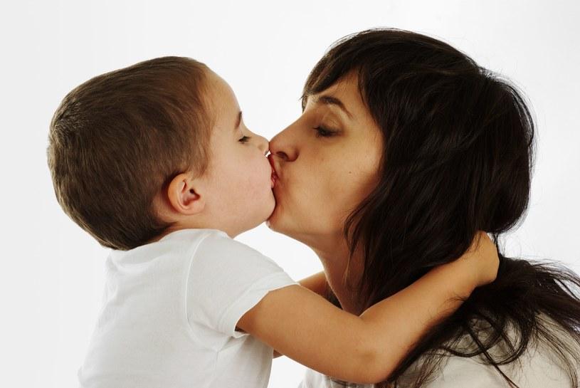 To z tych powodów decydują się tylko na jedno dziecko. /123RF/PICSEL