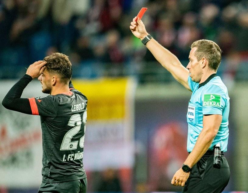 Tobias Stieler na co dzień sędziuje mecze niemieckiej Bundesligi /ROBERT MICHAEL /AFP