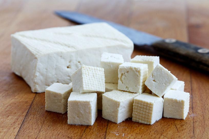 Tofu może posłużyć za bazę do wielu dań /123RF/PICSEL