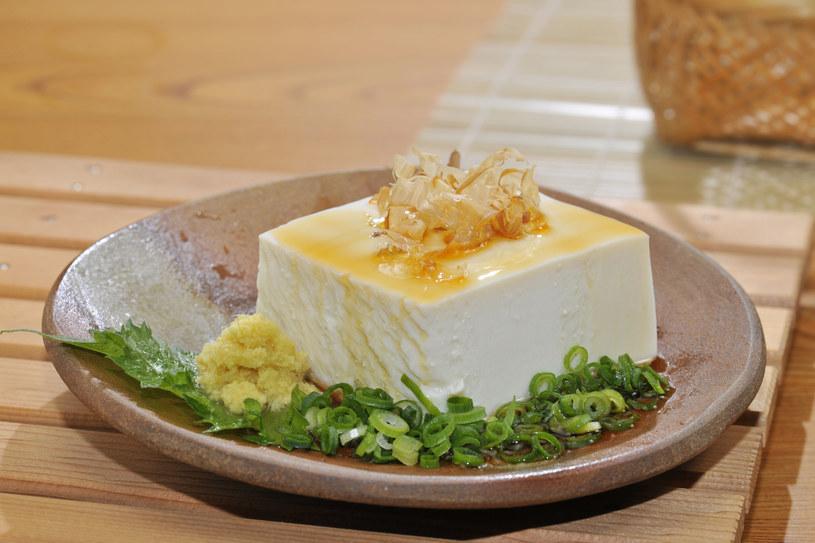 Tofu nie ma swojego smaku, więc chłonie to, co mu damy /123RF/PICSEL